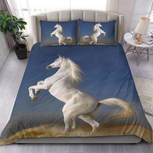 White Horse Stand with 2 Leg Bedding Set
