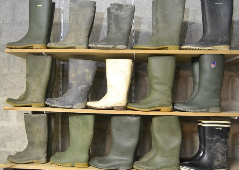 best rubber boots for farm work reviews